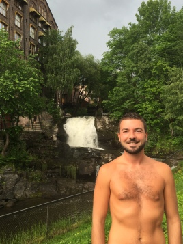 Gios's Shameless Shirtless Pic in Oslo