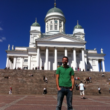 Gios in front of Helsinki's cathedral